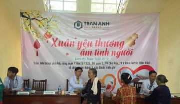 Trần Anh Group phối hợp Đoàn bác sĩ thăm và phát thuốc cho người nghèo